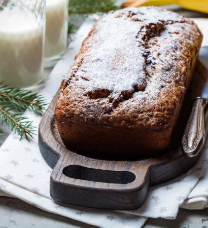 Banana bread. Доброе утро! Пора бы уже печь и настаивать штолен, а у нас банановый кекс. Рецепт новый и нравится мне гораздо больше того, что уже есть в блоге. В течение дня добавлю его и выложу фото разреза. А пока напоминаю, что сейчас в самом разгаре категория #праздник_вкуса_сдоба_хлеб конкурса #праздник_вкуса_, где мы с Оксаной @oxanakouznetsova и Артёмом @klamachakla ждём от вас любую новогоднюю дрожжевую выпечку. Победители получат блендер Philips, скалки Joseph Joseph и специальный подарок от судей. Правила категории читайте под афишей. Хорошего вам дня!