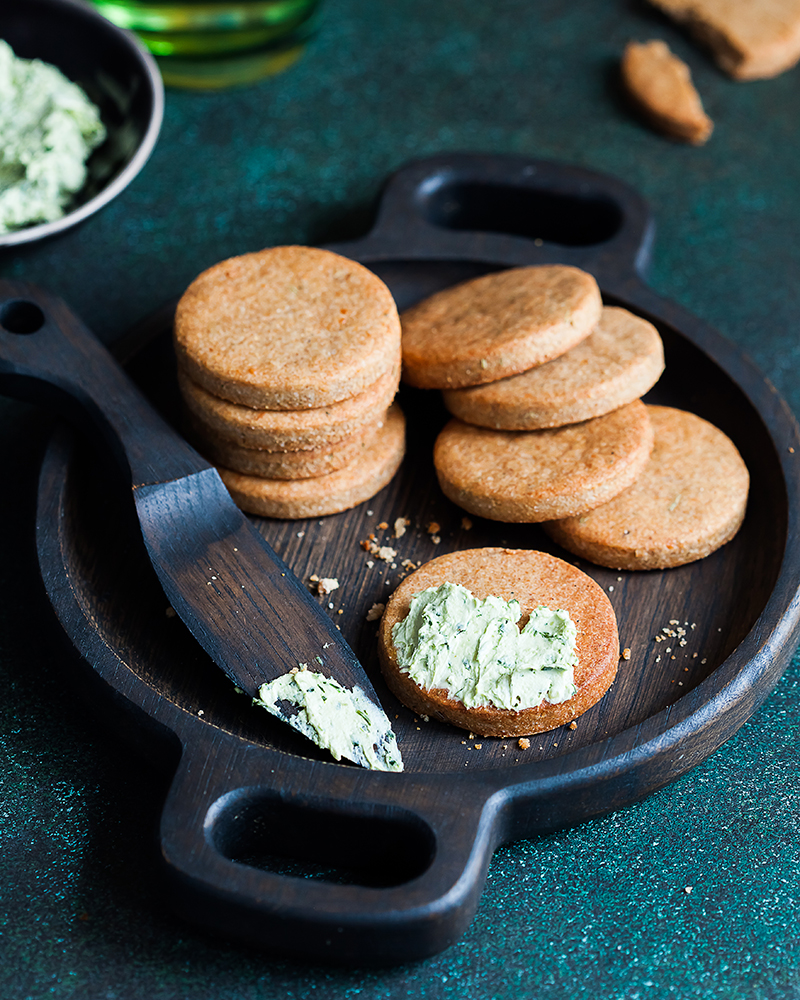 Сырное-печенье-с-соусом Syrnoe-pechene-s-sousom