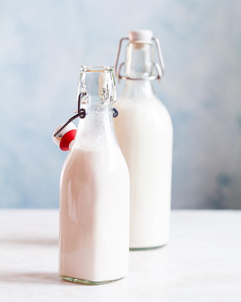 ореховое-молоко-в-бутылках orehovoe-moloko-v-butylkah