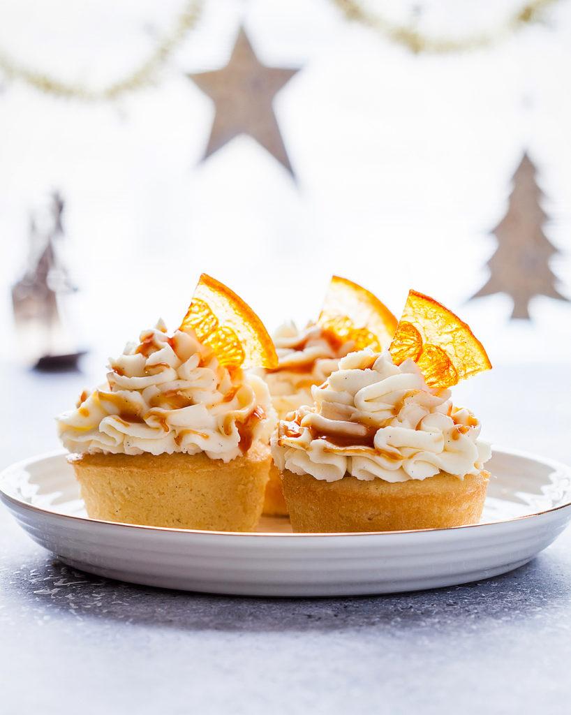 Ванильные-капкейки-с-грейпфрутом-и-взбитым-ганашем-с-маскарпоне
