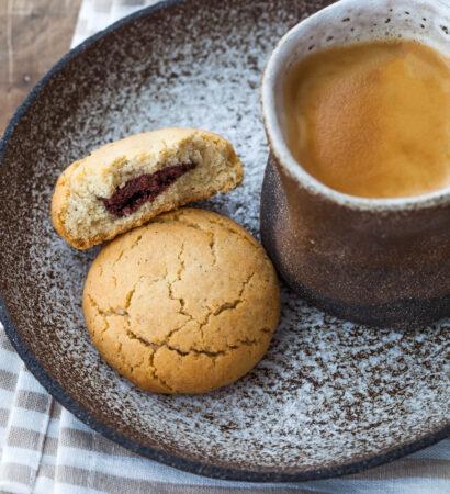 Печенье-с-шоколадной-начинкой Pechene-s-shokoladnoj-nachinkoj